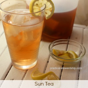 HOMEMADE Sun Tea with Lemons