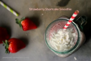 Strawberry Shortcake Smoothie with Strawberries