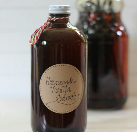Gift Giving: Homemade Vanilla Extract with Re-purposed Bottles