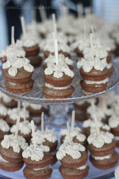 Apple Cakes and Dessert Bar