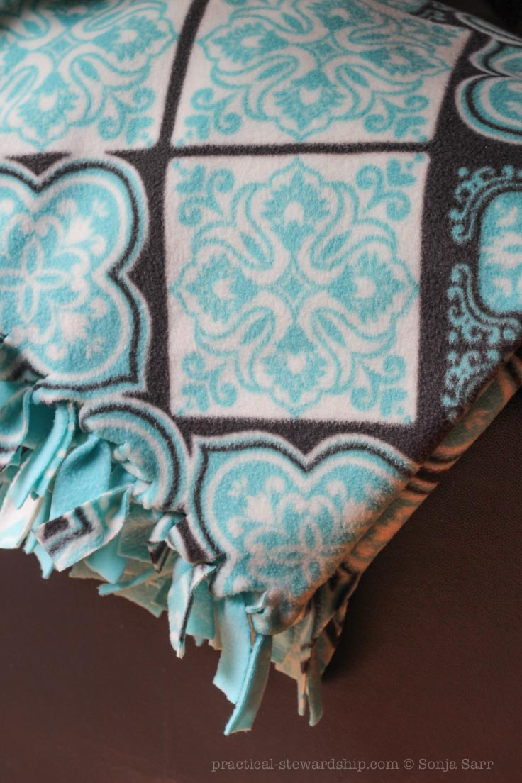 diy no-sew fleece blanket - practical stewardship